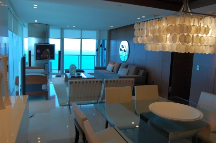 JADE Beach Model Dining & Living
